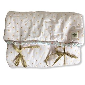 Carrement beau foldable changing pad baby girl